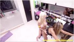 Clara e Vanessa se pegando bêbadas depois da festa BBB14