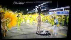 Sambista gostosa pelada pintada no carnaval do Rio de Janeiro