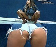 Vídeo Mulher Melão vacilou mostrando pouco da pepeca de shortinho