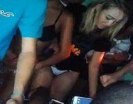 Dentro baile funk várias novinhas sapecas rebolando bunda de calcinha