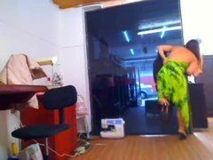 Cam Girl atendendo cliente fazendo stripper mas foi pega no flagrante