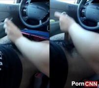 Safadinha abusando batendo punheta enquanto namorado dirigia