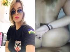 Vídeo policial super gostosa bombou na net fazendo sexo de quatro