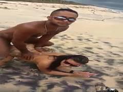 Duas amigas putas da Bahia fodendo com pescador
