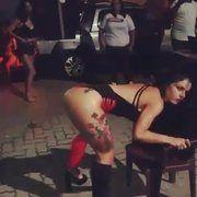 Vídeo mineira gostosa de Belo Horizonte MG rebolando sua bunda grande na praça