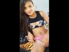Video Tigresa morena novinha aprontando dando tapas na buceta