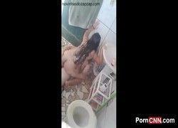 Flagra real mônica novinha fodendo escondida no banheiro