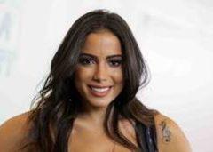 Famosa Anitta vacilou pagando peitinho ao vivo no prêmio da multishow