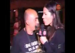 Natasha repórter de TV lambeu pau em entrevista com convidados