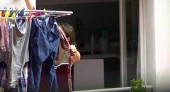 sacana filmou escondido a esposa do vizinho pagando peitinho